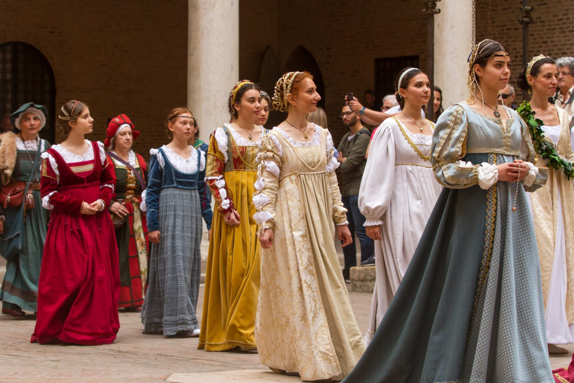 Le Contrade del Palio di Ferrara rendono omaggio al Duca. Qui tutte le date