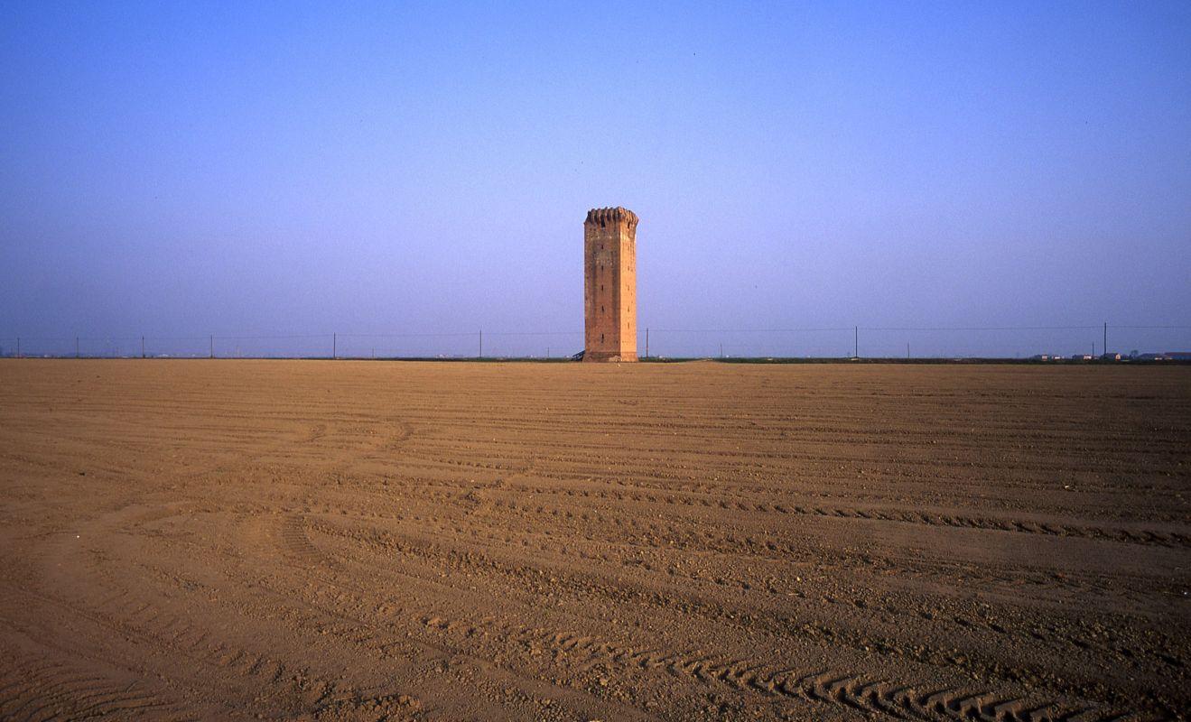#TerredelDelta. Torre Tieni, costruita per bloccare le flotte nemiche che volevano risalire il fiume
